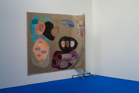 """Untitled, oil on roll of linen, mounted on wall and air, dismounted steel easel, dimensions variable depending on mood and point of view"" Olja på linneduk, metallstativ, 270 x 256 cm"