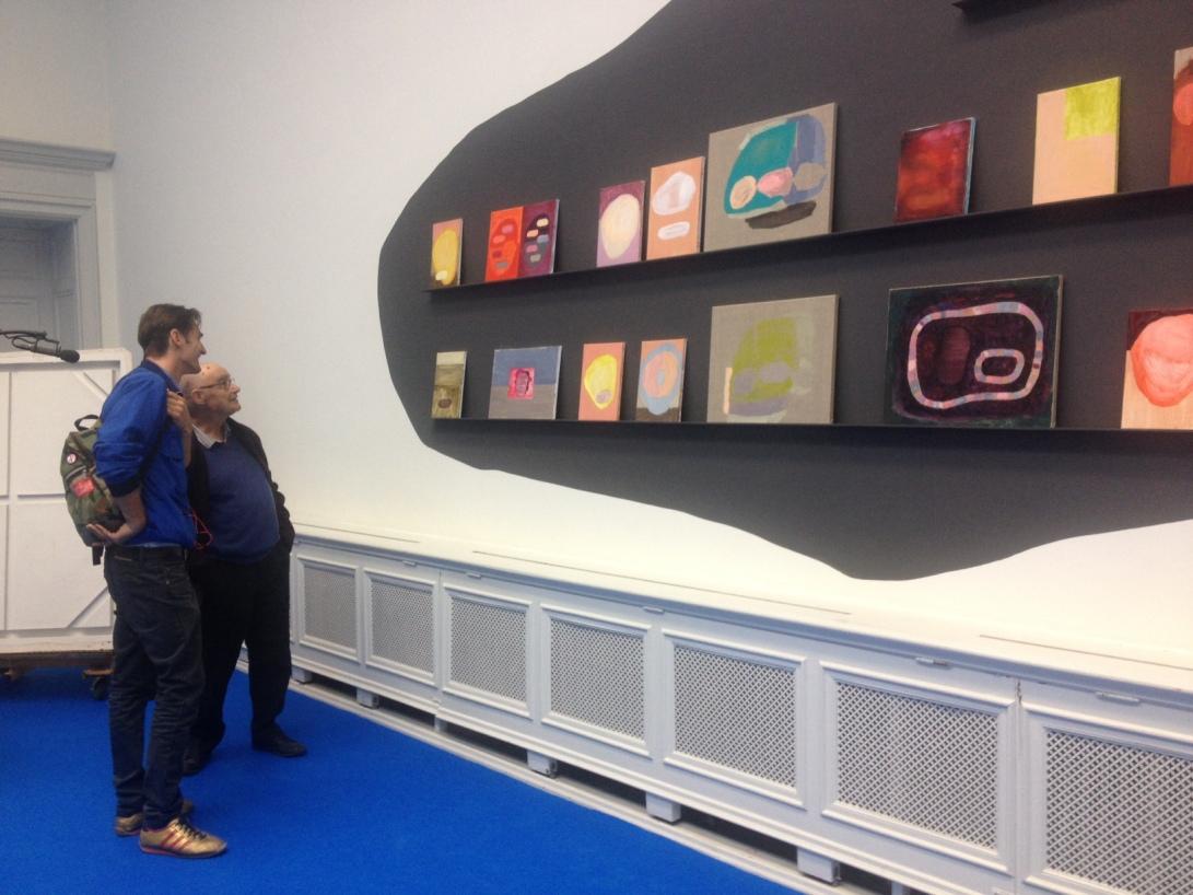 Jean-Luc Nancy and Jonatan Habib Engqvist looking at Jan Rydéns work